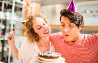 Celebrando su cumpleaños juntos
